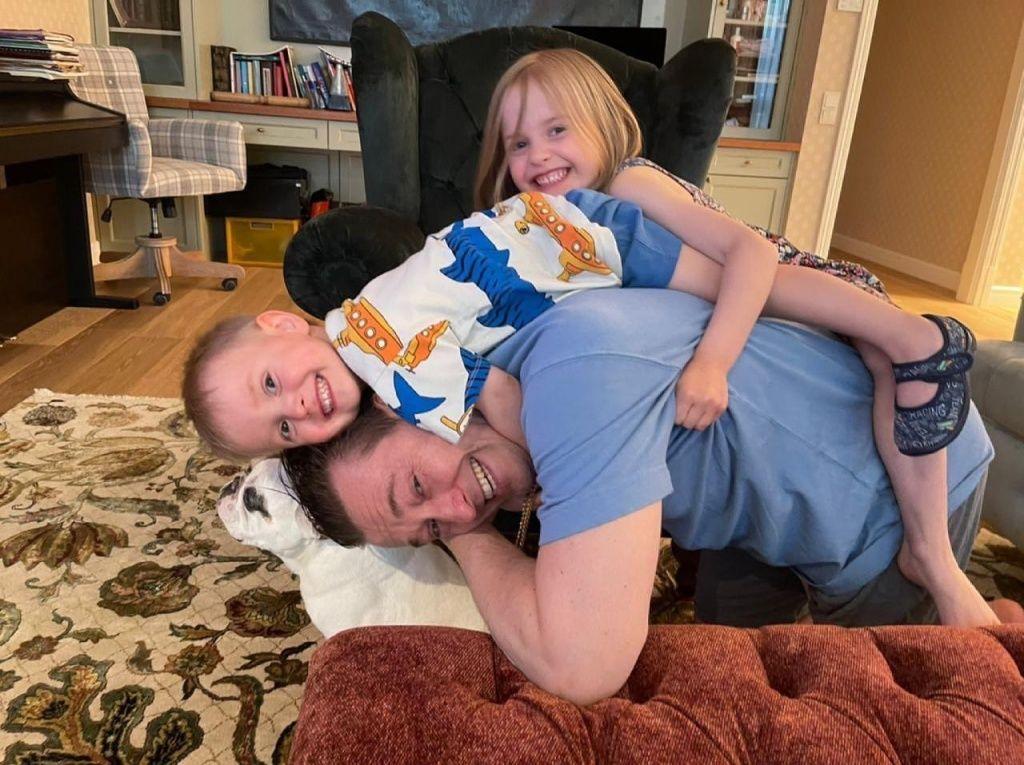 С дочкой Машей и сыном Степой. Фото: Instagram